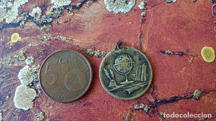 ANTIGUA MEDALLA ESCOLAR PREMIO AL MÉRITO (Numismática - Medallería - Trofeos y Conmemorativas)