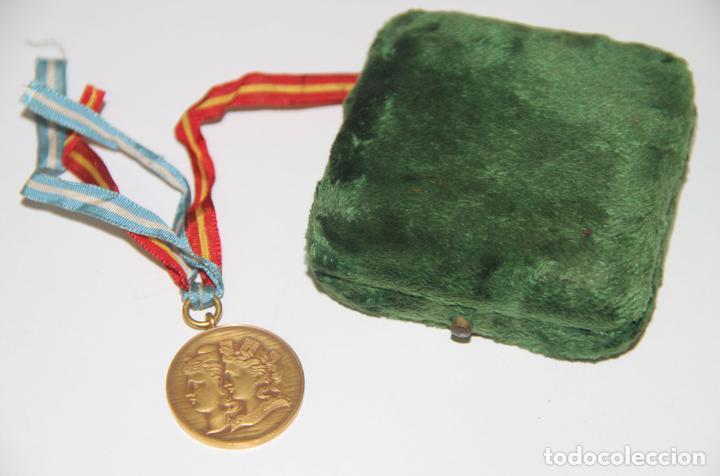 MEDALLA DE LA MUNICIPALIDAD DE BUENOS AIRES EN HOMENAJE A ESPAÑA. BRONCE. 1900 (Numismática - Medallería - Trofeos y Conmemorativas)