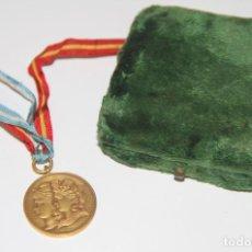 Trofeos y medallas: MEDALLA DE LA MUNICIPALIDAD DE BUENOS AIRES EN HOMENAJE A ESPAÑA. BRONCE. 1900. Lote 89828932