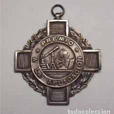 Trofeos y medallas: MEDALLA PLATEADA CONCEDIDA COMO PREMIO A LA APLICACIÓN. Lote 90099600