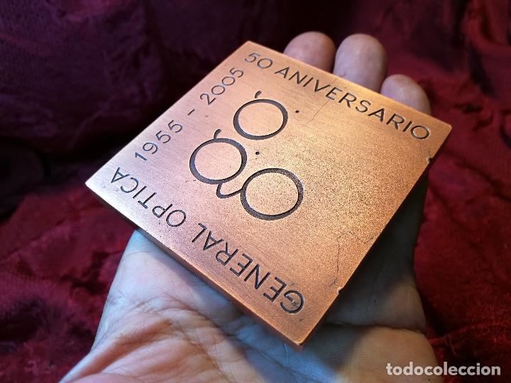 Trofeos y medallas: RARA MEDALLA DE JOSE M. SUBIRACHS 1955 -2005-50 ANIV .GENERAL OPTICA COBRE 70X70mm.P.350g FIRMADA - Foto 4 - 90940135