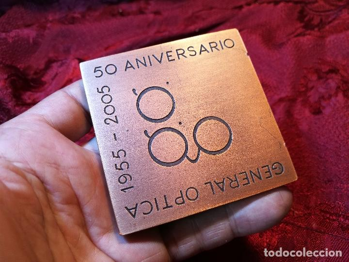 Trofeos y medallas: RARA MEDALLA DE JOSE M. SUBIRACHS 1955 -2005-50 ANIV .GENERAL OPTICA COBRE 70X70mm.P.350g FIRMADA - Foto 15 - 90940135
