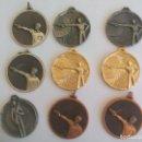 Trofeos y medallas: LOTE DE 9 MEDALLAS,MEDALLA METAL TIRADOR, TIRO OLÍMPICO CON PISTOLA,MEDAILLE TROFEO.ORO. Lote 93871685