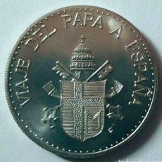 Trofeos y medallas: MONEDA DE PLATA DEL PAPA JUAN PABLO II VIAJE DEL PAPA A ESPAÑA 3.5CM. Lote 95020510