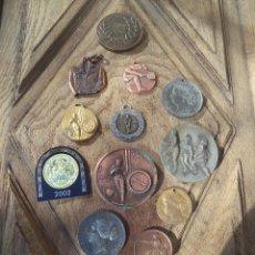Trofeos y medallas: COLECCION DE MEDALLAS DIVERSAS ANTIGUAS. Lote 95710655