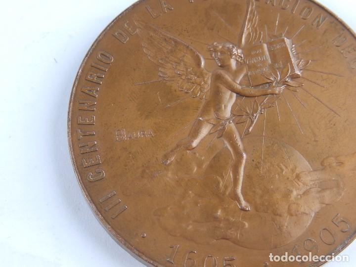 Trofeos y medallas: MEDALLA 1905 III CENTENARIO DE LA PUBLICACION DEL QUIJOTE, ANVERSO: MIGUEL DE CERVANTES SAAVEDRA, BU - Foto 3 - 96484739