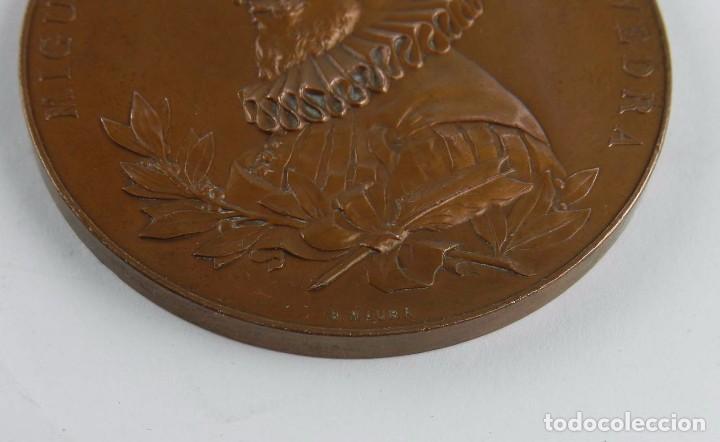 Trofeos y medallas: MEDALLA 1905 III CENTENARIO DE LA PUBLICACION DEL QUIJOTE, ANVERSO: MIGUEL DE CERVANTES SAAVEDRA, BU - Foto 4 - 96484739