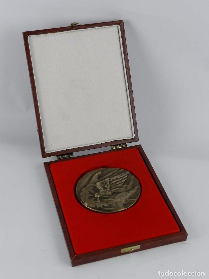 Trofeos y medallas: Medalla conmemorativa Reus 1886 - 1986, mide de diametro 9,2 cm. y pesa 326 gramos. Grosor: 5 mm. En - Foto 3 - 96570279