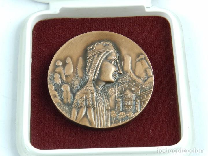 MEDALLA DEL CENTENARI DE LA PROCLAMACIO DE LA MARE DE DEV DE MONTSERRAT COM A PATRONA DE CATALUNYA, (Numismática - Medallería - Trofeos y Conmemorativas)