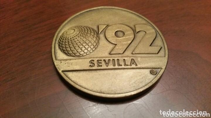 MONEDA CONMEMORATIVA DE LA EXPO 92. SEVILLA. (1992). EN SU FUNDA ORIGINAL (Numismática - Medallería - Trofeos y Conmemorativas)