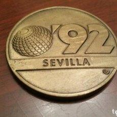 Trofeos y medallas: MONEDA CONMEMORATIVA DE LA EXPO 92. SEVILLA. (1992). EN SU FUNDA ORIGINAL. Lote 97380951