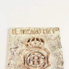Trofeos y medallas: PLACA DE METAL CONMEMORATIVA - EL DECANO EN 1ª ASCENSO TEMPORADA 2001 - 2002. TAMAÑO APROX 7X9 CM. Lote 98432355