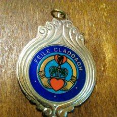 Trofeos y medallas: ANTIGUA MEDALLA FEILE CLADDAGH. Lote 98812376