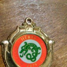 Trofeos y medallas: ANTIGUA MEDALLA HERTS FEIS. Lote 98820219