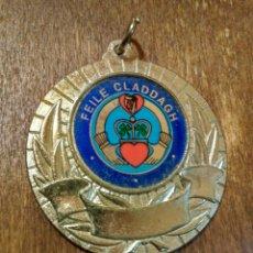Trofeos y medallas: ANTIGUA MEDALLA FEILE CLADDAGH. Lote 98820515