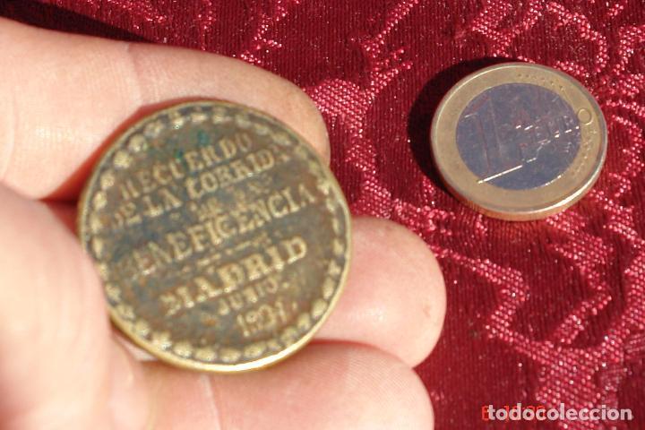 Trofeos y medallas: VIEJA MEDALLA RECUERDO DE LA CORRIDA DE BENEFICENCIA RAFAEL MOLINA LA GARTIJO- MADRIS JUNIO 1891 - Foto 2 - 102651643