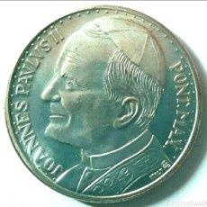 Trofeos y medallas: MONEDA DE PLATA CONMEMORATIVA DEL VIAJE DEL PAPA JUAN PABLO II 3.5 CM DIÁMETRO. Lote 103694298