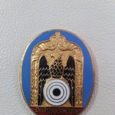 Trofeos y medallas: MEDALLA O INSIGNIA ALEMANA ESMALTADA DE TIRO OLIMPICO. Lote 104141075