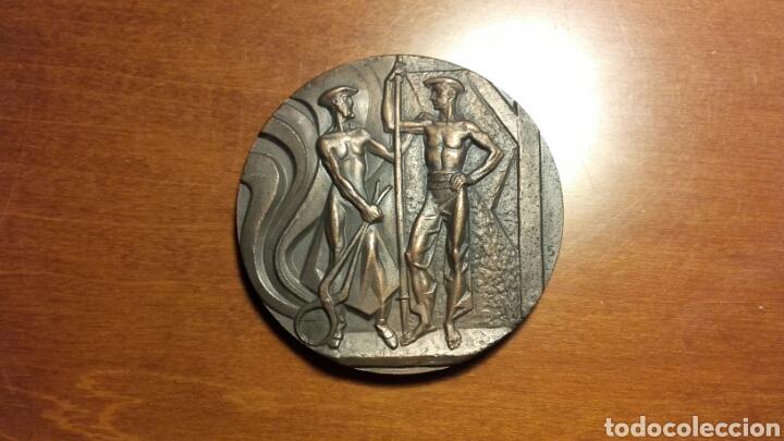 Trofeos y medallas: Medalla del 75 ANIVERSARIO DE ALTOS HORNOS DE VIZCAYA. - Foto 2 - 106011296