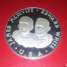 Trofeos y medallas: MEDALLA DE PLATA CONMEMORATIVA GEMINI 4 1965 NASA 23.6 GR.. Lote 109441652