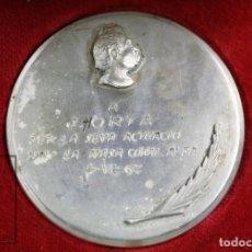 Trofeos y medallas: ANTIGUA MEDALLA - A J. HORTA PER LA SEVA ACTUACIÓ DINS LA MASA CORAL ALBA, AÑO 1962 - DIÁMETRO 55 MM. Lote 109758027