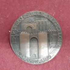 Trofeos y medallas: XL ANIVERSARIO PUEBLO ESPAÑOL DE BARCELON.DIA ALCALDES DE ESPAÑA..PRESIDIDO FRANCISCO FRANCO...1970. Lote 110075243