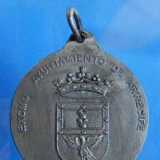 Trofeos y medallas: MEDALLA. EXCMO. AYUNTAMIENTO DE ARRECIFE. LANZAROTE. ISLAS CANARIAS. METAL PLATEADO.. Lote 110247399