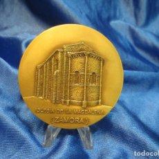 Trofeos y medallas: MEDALLA DE BRONCE DE LA LOTERIA DEL HUMOR DE 1995 IGLESIA LA MAGDALENA ZAMORA. Lote 110443835