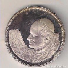 Trofeos y medallas: MEDALLA DE LA VISITA DE JUAN PABLO II A MONTSERRAT EN SU VIAJE A ESPAÑA EN 1982. PLATA. PROOF (MD23). Lote 113170043
