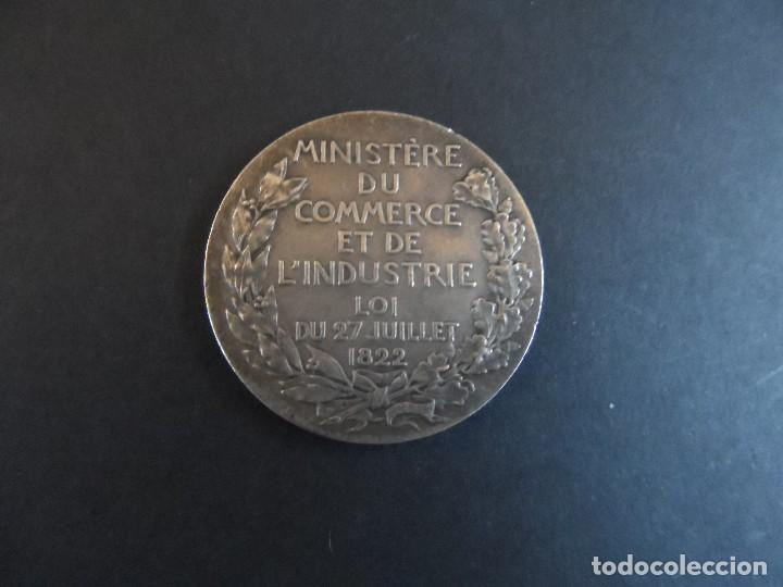 Trofeos y medallas: MEDALLA MINISTERE DE COMMERCE ET DE INDUSTRIE. DE PLATA . FRANCIA. LOI DU 27 JUILLET 1822 - Foto 4 - 113590891