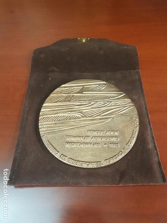 MEDALLA REMODELACION TERMINALES AEROPUERTO MADRID BARAJAS 1982 - CLAVO - CAT. ORO - 178/250 (Numismática - Medallería - Trofeos y Conmemorativas)