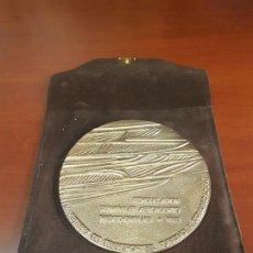 Trofeos y medallas: MEDALLA REMODELACION TERMINALES AEROPUERTO MADRID BARAJAS 1982 - CLAVO - CAT. ORO - 178/250. Lote 115026419