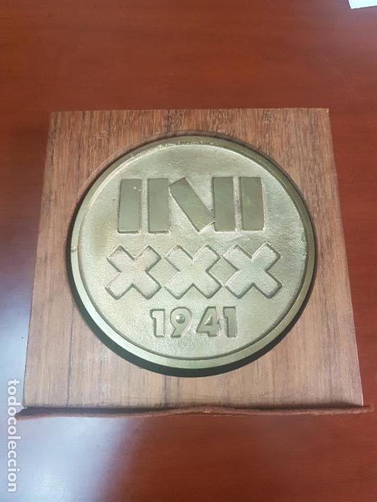 Trofeos y medallas: MEDALLA INSTITUTO NACIONAL DE INDUSTRIA - INI - 30 ANIVERSARIO - 1941 1971 - CAT. ORO - Foto 2 - 115029043