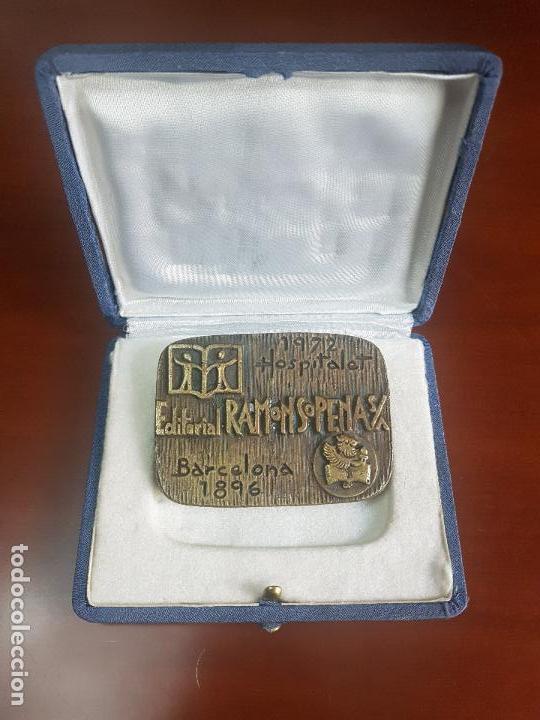 MEDALLA EDITORIAL SOPENA SA - 1896 BARCELONA 1972 HOSPITALET - AÑO INTERNACIONAL DEL LIBRO - BRONCE (Numismática - Medallería - Trofeos y Conmemorativas)