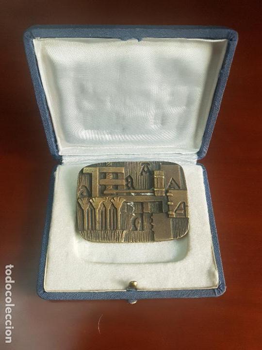 Trofeos y medallas: MEDALLA EDITORIAL SOPENA SA - 1896 BARCELONA 1972 HOSPITALET - AÑO INTERNACIONAL DEL LIBRO - BRONCE - Foto 2 - 115079303
