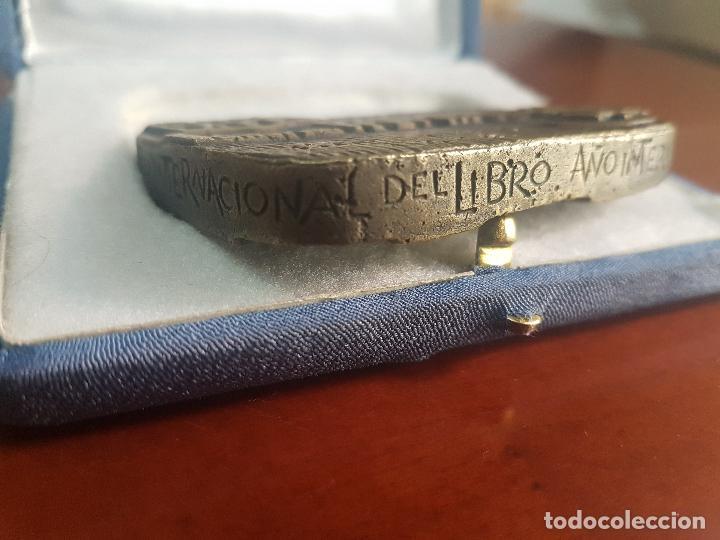 Trofeos y medallas: MEDALLA EDITORIAL SOPENA SA - 1896 BARCELONA 1972 HOSPITALET - AÑO INTERNACIONAL DEL LIBRO - BRONCE - Foto 3 - 115079303