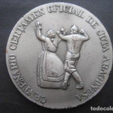 Trofeos y medallas: MEDALLA METAL CENTENARIO CERTAMEN OFICIAL JOTA ARAGONESA. AYUNTAMIENTO ZARAGOZA 1986. DOBLE CARA. Lote 115421199