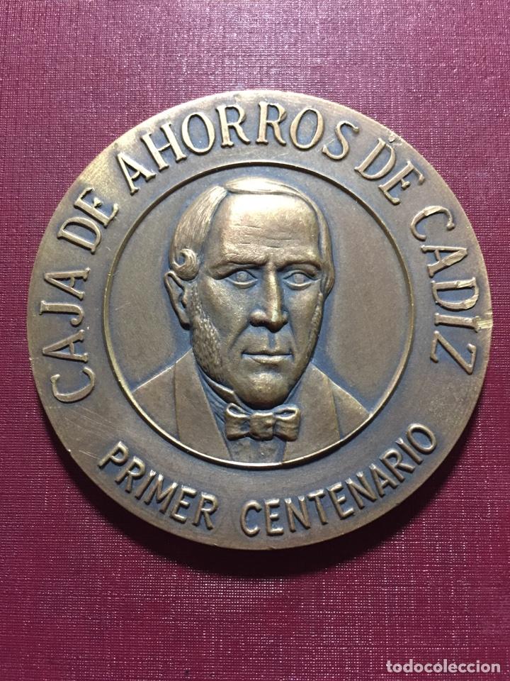 MEDALLA: CAJA DE AHORROS DE CÁDIZ.(PRIMER CENTENARIO). (Numismática - Medallería - Trofeos y Conmemorativas)