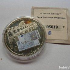 Trofeos y medallas: MONEDA CONMEMORATIVA CON BILLETE 5€ CON CERTIFICADO DE ORIGINALIDAD - UNION EUROPEA. Lote 118948783