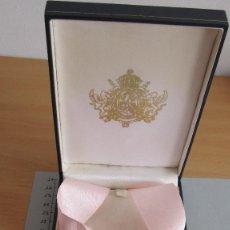 Trofeos y medallas: MEDALLA DE CUELLO EN SU ESTUCHE DE ORIGEN. Lote 119127063