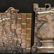 Trofeos y medallas: LOTE 2 MEDALLAS AJEDREZ IGUALADA BARCELONA MEDALLA 1961 1962 1963. Lote 119497227