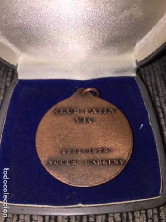 Trofeos y medallas: Medalla antigua club patin vic - Foto 3 - 122037415