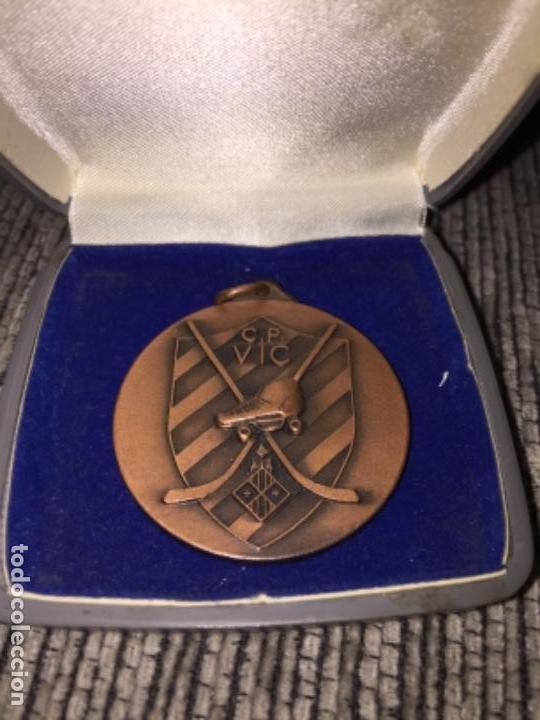 MEDALLA ANTIGUA CLUB PATIN VIC (Numismática - Medallería - Trofeos y Conmemorativas)