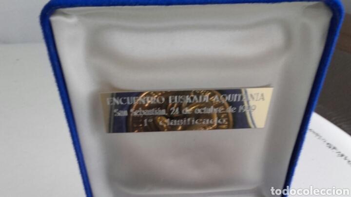 Trofeos y medallas: Espectacular MEDALLA HÍPICA en su estuche original. FVH. - Foto 4 - 123824642