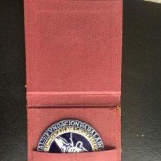 Trofeos y medallas: MEDALLA SARGADELOS N. 6 ECONOMISTAS EN ESTUCHE. Lote 124410519