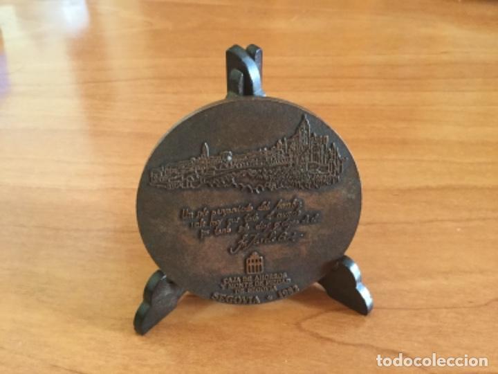 Trofeos y medallas: Medalla Conmemorativa Visita de Juan Pablo II a Segovia 1982 - Foto 2 - 125223123