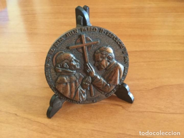 Trofeos y medallas: Medalla Conmemorativa Visita de Juan Pablo II a Segovia 1982 - Foto 3 - 125223123