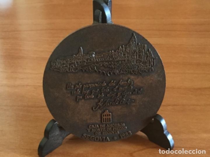 Trofeos y medallas: Medalla Conmemorativa Visita de Juan Pablo II a Segovia 1982 - Foto 4 - 125223123