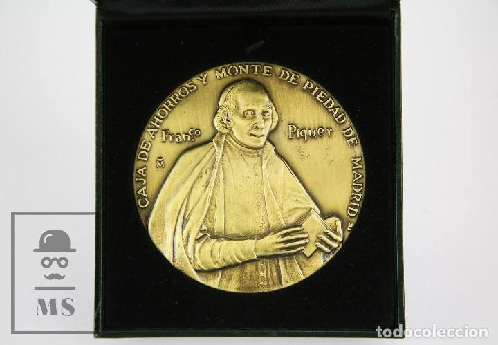 MEDALLA CONMEMORATIVA FNMT, FRANCISCO PIQUER. III CENTENARIO CAJA AHORROS Y MONTE PIEDAD,MADRID 2002 (Numismática - Medallería - Trofeos y Conmemorativas)