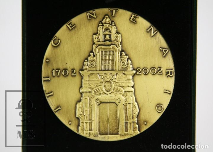Trofeos y medallas: Medalla Conmemorativa FNMT, Francisco Piquer. III Centenario Caja Ahorros y Monte Piedad,Madrid 2002 - Foto 3 - 127639411